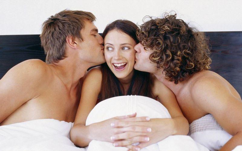 Жене подруга предложила обмен партнерами, на массаже предложили анал и она согласилась